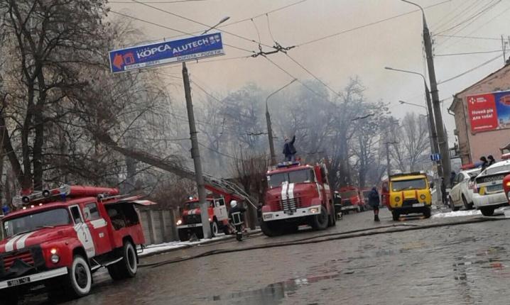 Покинутий завод у Чернівцях підпалили безхатьки
