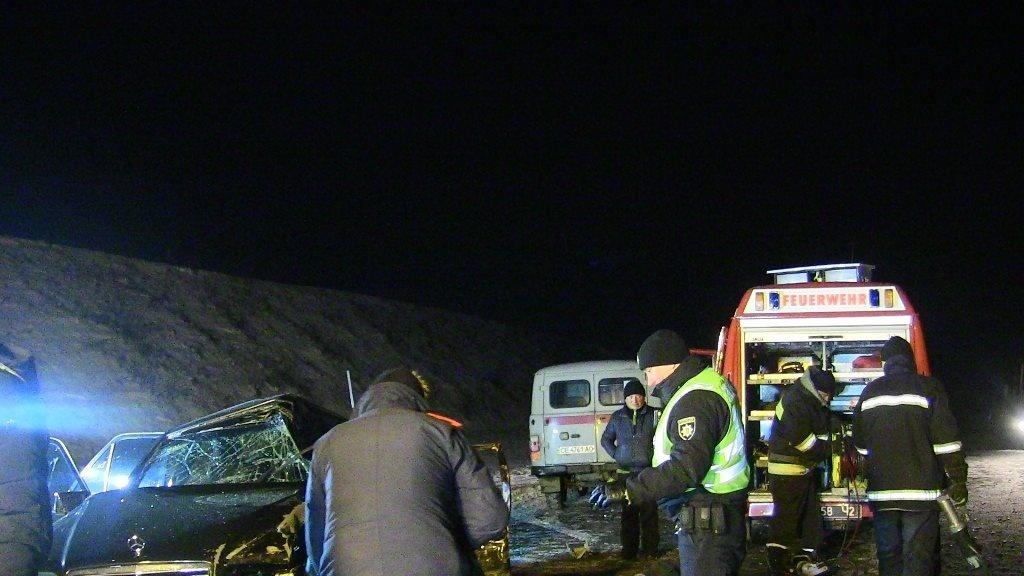 На Прикарпатті рятувальникам довелося вирізати водія із понівеченого автомобіля
