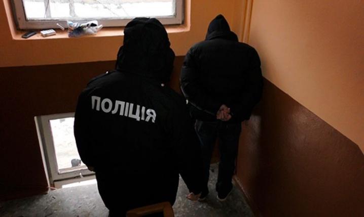 У Чернівцях «на гарячому» спіймали групу квартирних злодіїв