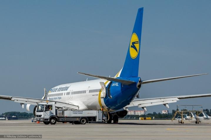 УЧернівцях через буревій незміг приземлитися літак із Києва