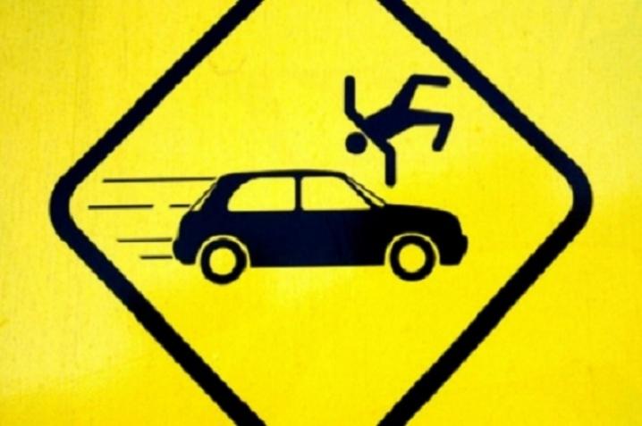 В прикарпатському містечку автомобіль збив жінку на пішохідній зоні
