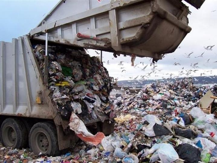 В нас люди скоро позвільняються: на франківському полігоні працівники відмовляються сортувати сміття з Буковелю