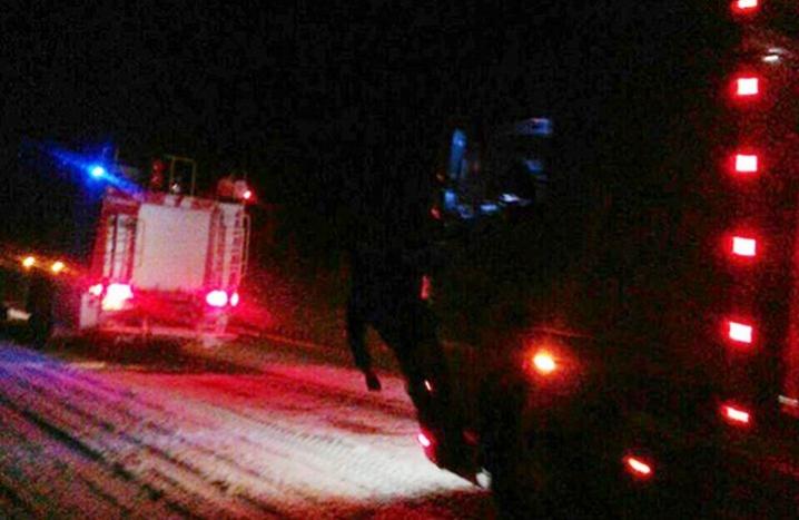 Цієї ночі франківські рятувальники перетворилися на Миколая і продовжували рятувати транспорт із снігових пасток