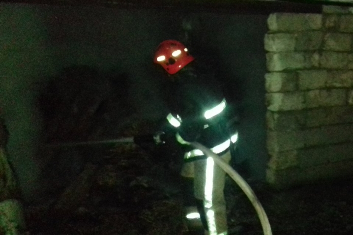 Безхатченки продовжують вчиняти пожежі на Прикарпатті