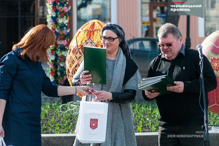 На Центральній площі презентували великі писанки