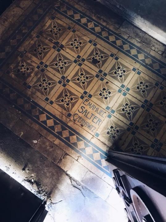 Київський екскурсовод поділилася неймовірними фото старовинних під'їздів Чернівців