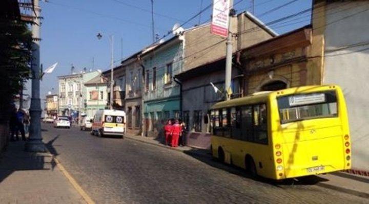 В Івано-Франківську маршрутка збила пішохода, який раптово вибіг на дорогу