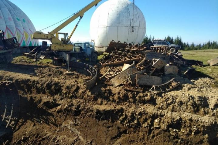 На Путильщині невідомі демонтують конструкції радіолокаційної станції «Памір»