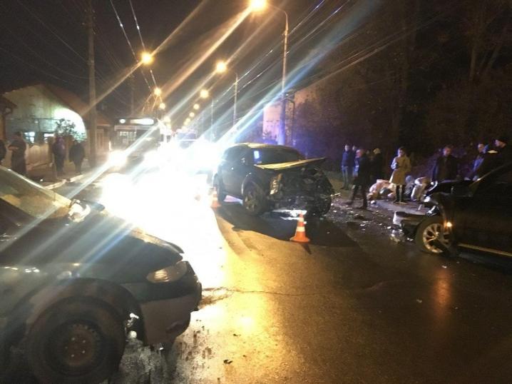 Масштабна ДТП на вулиці Руській – зіткнулися три автівки