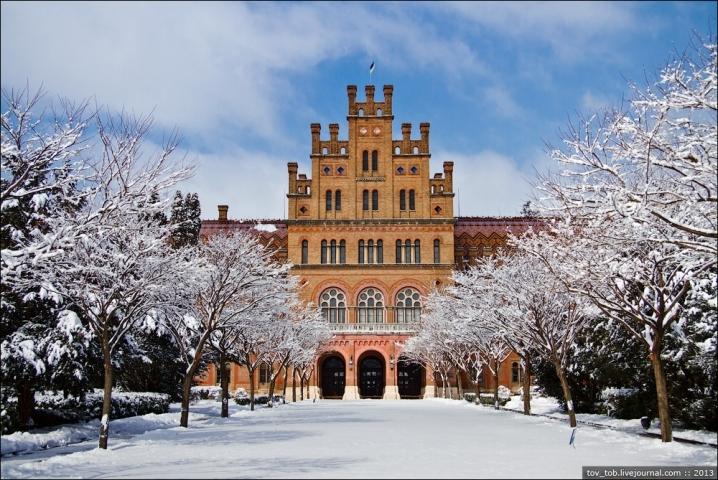 1544111091_1520000228_chernivtsi-ukraine-stunning-university2.jpg