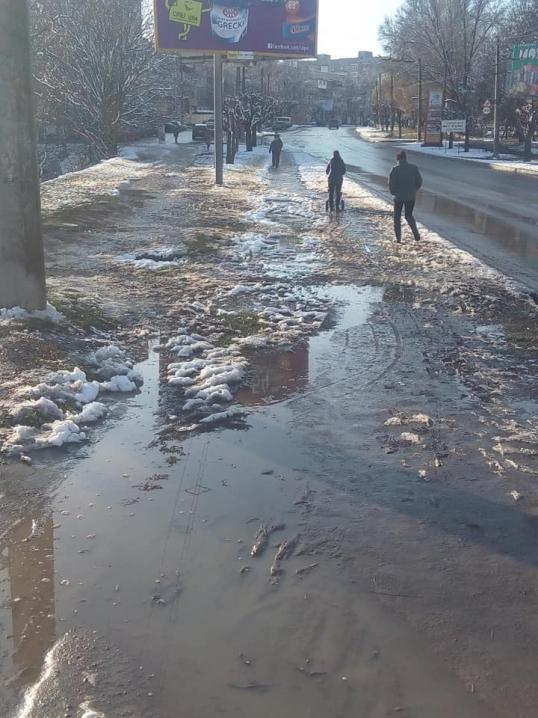 У Чернівцях завершили ремонтувати тротуар на вулиці Комарова