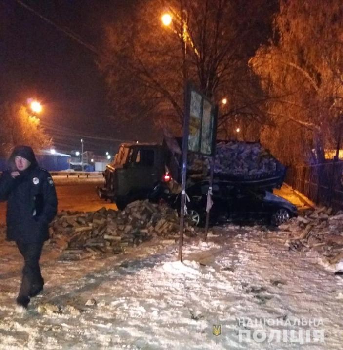 Смертельна ДТП поблизу «Калинки»: водій врізався у вантажівку, що стояла на узбіччі