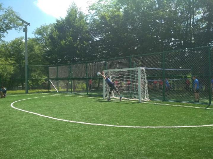 У Садгорі з'явилися два сучасні поля для гри у футбол і волейбол