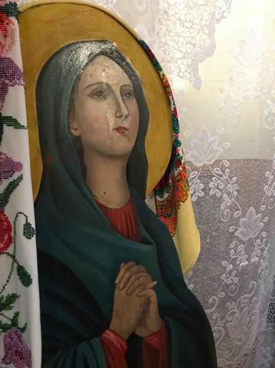 На Кіцманщині вже п'ятий день мироточать ікони
