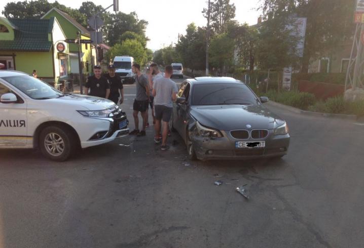 "У Сторожинці поліцейський ""OUTLANDER"" зіткнувся з ""BMW"""