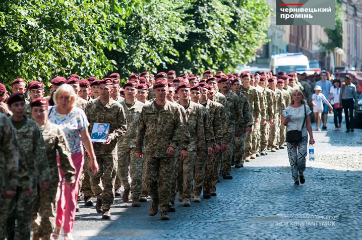 До Чернівців із зони ООС повернулися десантники