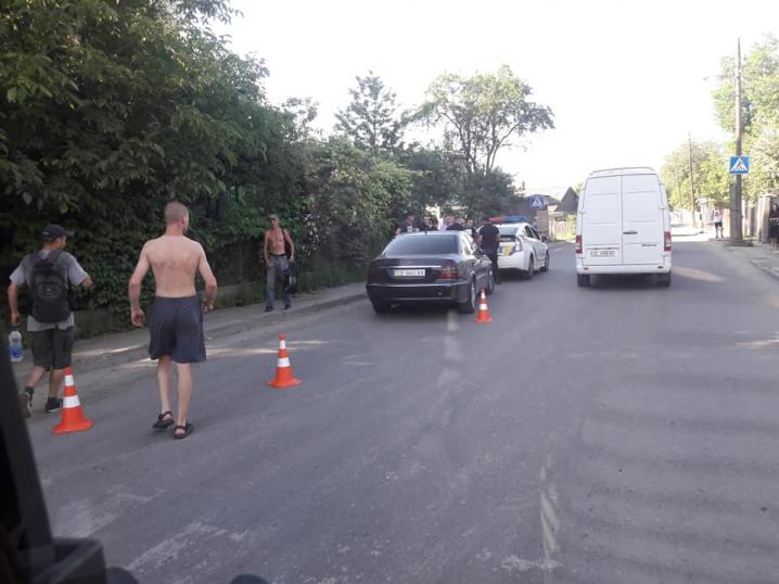 На Кармелюка авто влетіло у паркан приватного подвір'я