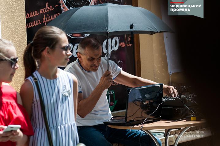 Ніжна брутальність: у Чернівцях відбулося «Байк-шоу» з нареченими