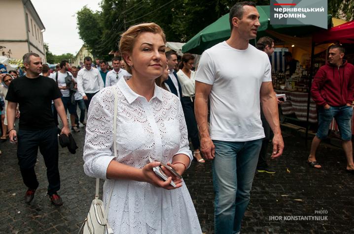 Брати Клички приїхали в Чернівці, щоб підтримати Оксану Продан на виборах до парламенту