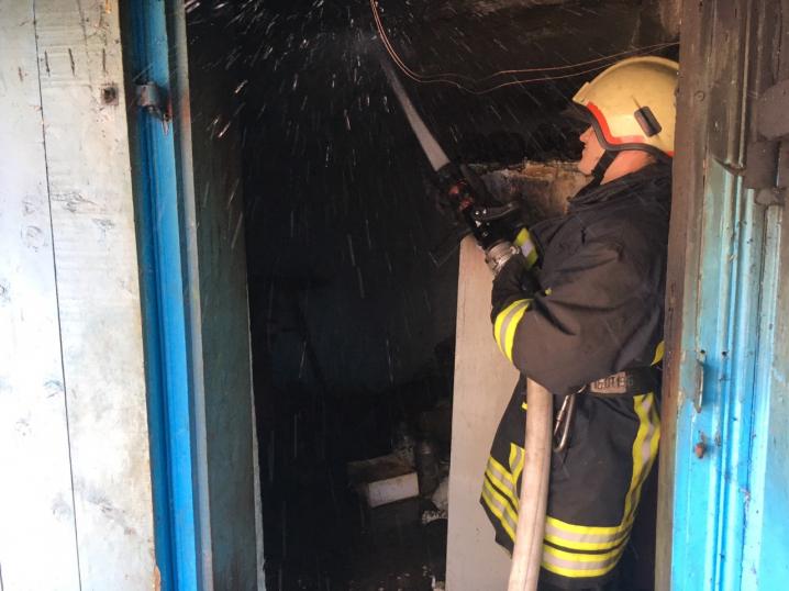 Через дитячі пустощі у Неполоківцях ледь не згорів житловий будинок