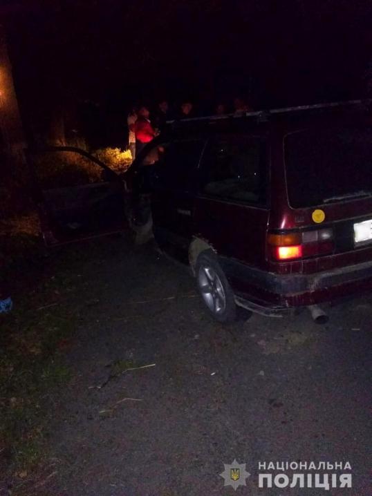 Дві ДТП на Буковині: водій Мерседеса збив жінку, а власник Фольксвагена травмувався, з'їхавши з траси