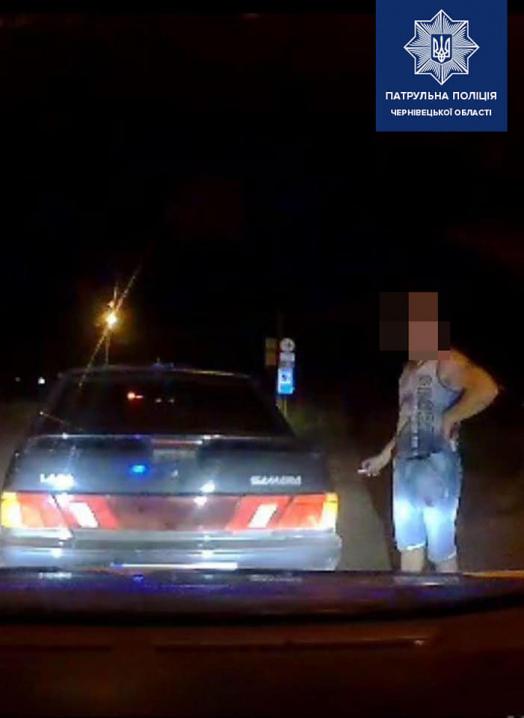 У Чернівцях п'яний водій намагався дати патрульним 5,5 тисяч гривень хабара