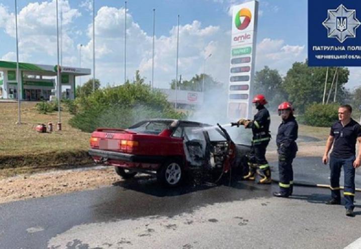 На Буковині поблизу АЗС загорілося авто, заправлене газом