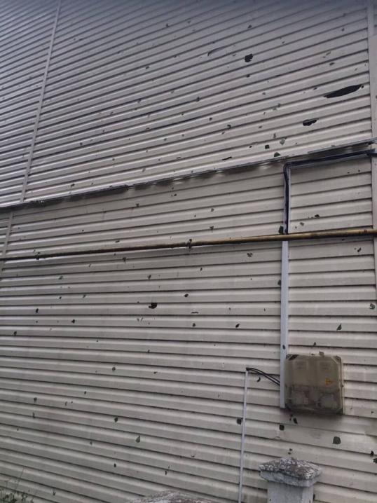 Побиті вікна, дахи та автівки – на Буковині випав град розміром із куряче яйце