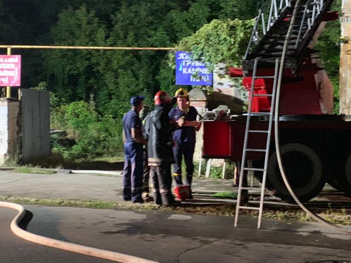 У Чернівцях масштабна пожежа. Горить цегельний завод