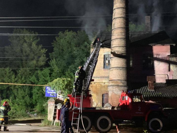 Пожежу на цегельному заводі локалізували та ліквідували