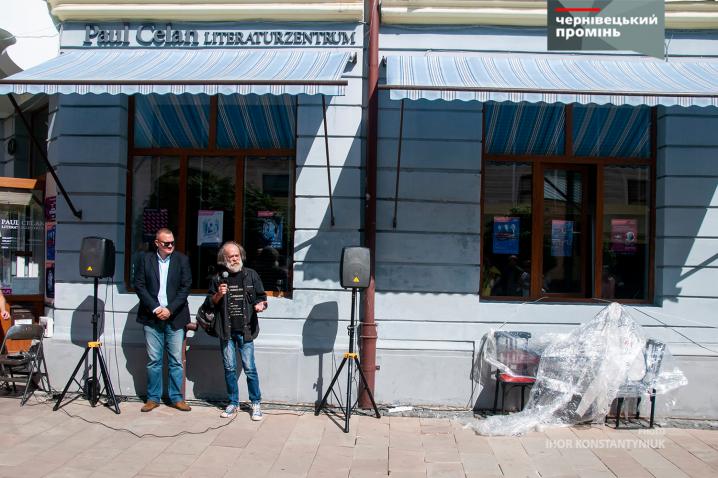 Анатоль Федірко презентував чернівчанам пам'ятник Невідомому Поету