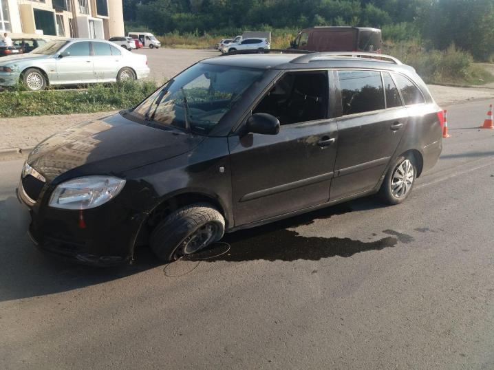 У Чернівцях на вулиці Сторожинецькій вантажівка протаранила легковик
