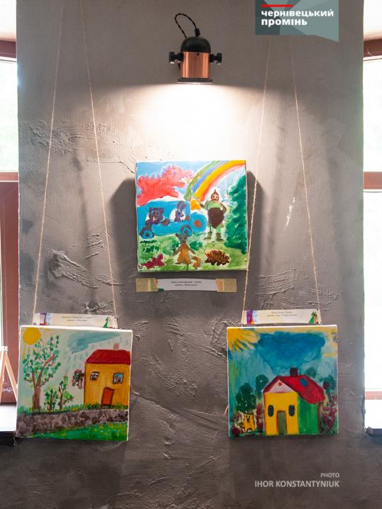 Півсотні маленьких художників з різними формами інвалідності  презентували свої унікальні живописи