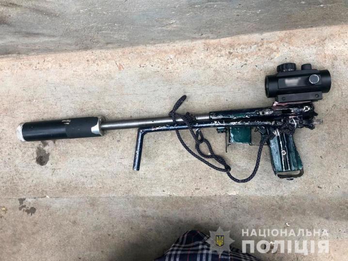 На Буковині затримали групу наркоторговців у якої вилучили два гранатомети