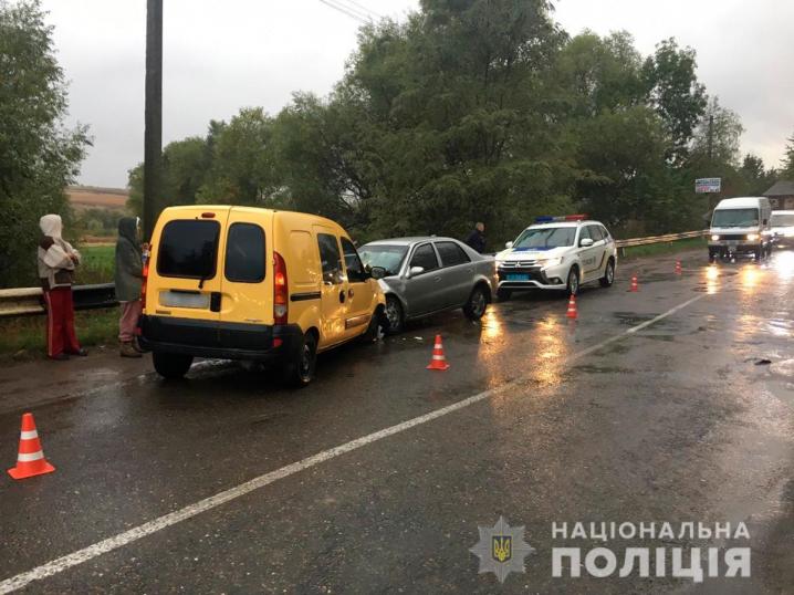 На Новоселиччині зіткнулися дві іномарки. Є потерпілі