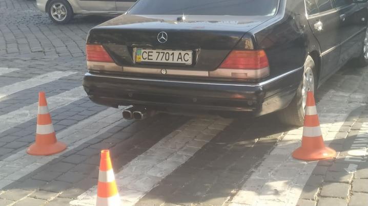 Біля Ратуші машина мера Каспрука збила жінку на пішохідному переході (оновлюється)
