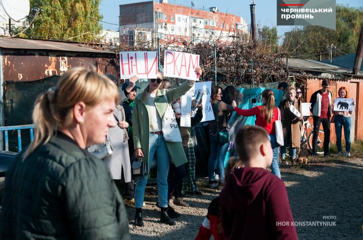 Кількадесят чернівчан влаштували акцію «За цирк без тварин» біля приїжджого шапіто