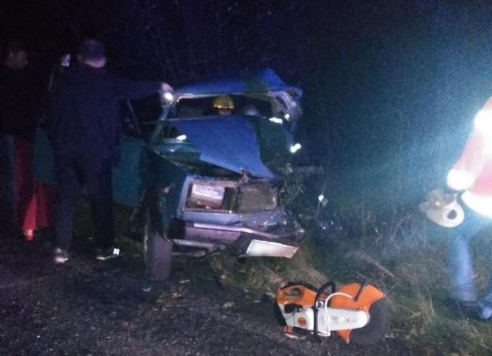 У Кельменцях в ДТП травмувалося четверо людей. Автівки вщент розтрощені (ФОТО)