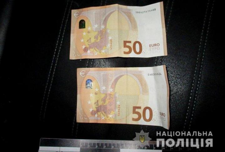На Сторожинеччині п'яний водій пропонував правоохоронцям 100 євро хабара