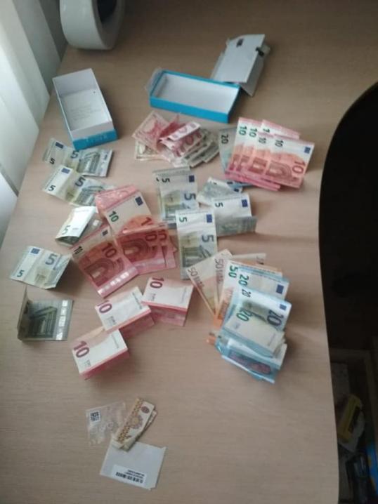 На Чернівецькій митниці на хабарі піймали інспектора митного оформлення
