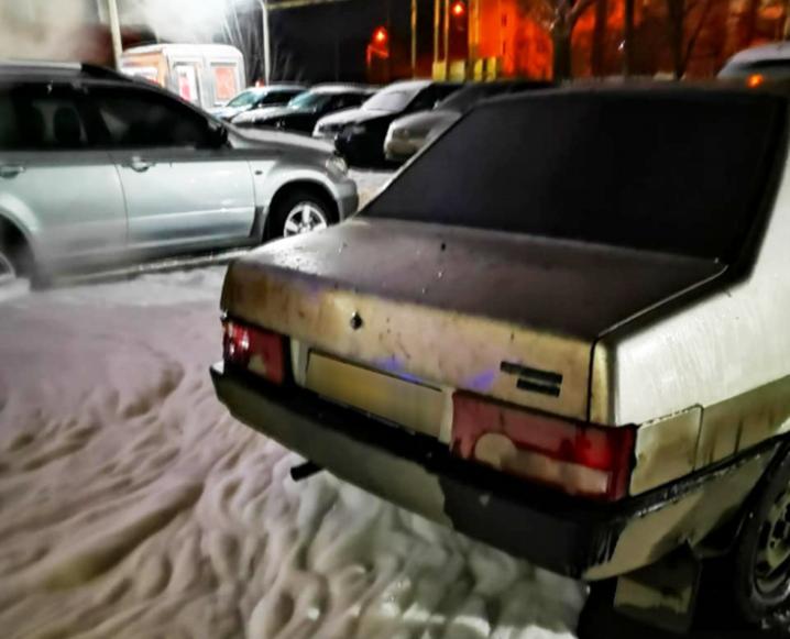 У поліції розповіли подробиці підпалу БМВ на автостоянці у Чернівцях
