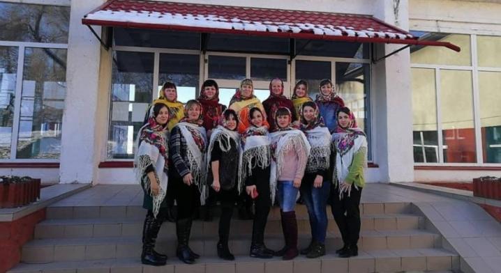 Буковинки підтримали флеш-моб до Всесвітнього Дня української хустки