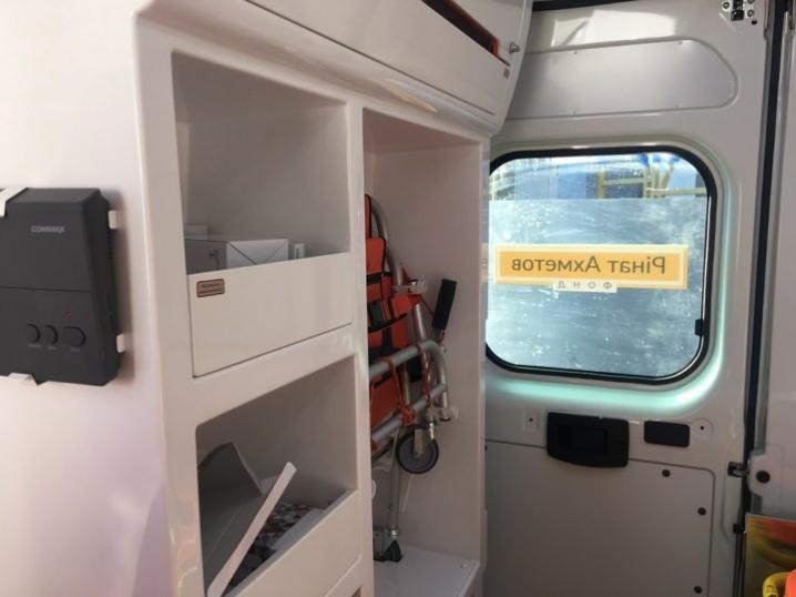 Буковинські медики отримали 2 нових автомобілі швидкої допомоги