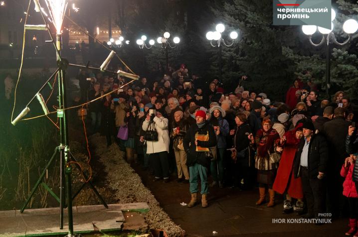 У Чернівцях запалили першу свічку ханукальної Менори