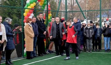 У школі на Новоселиччині відкрили спортивний майданчик за 1,5 мільйони гривень