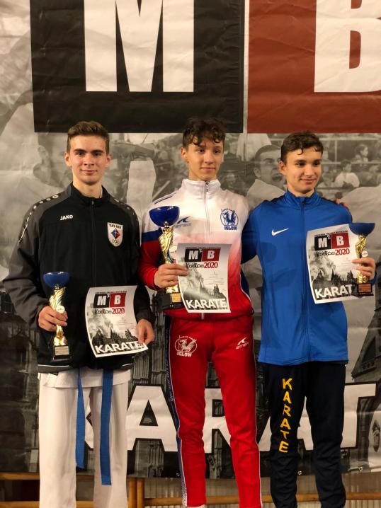 Чернівецькі каратисти привезли 7 медалей з міжнародного турніру