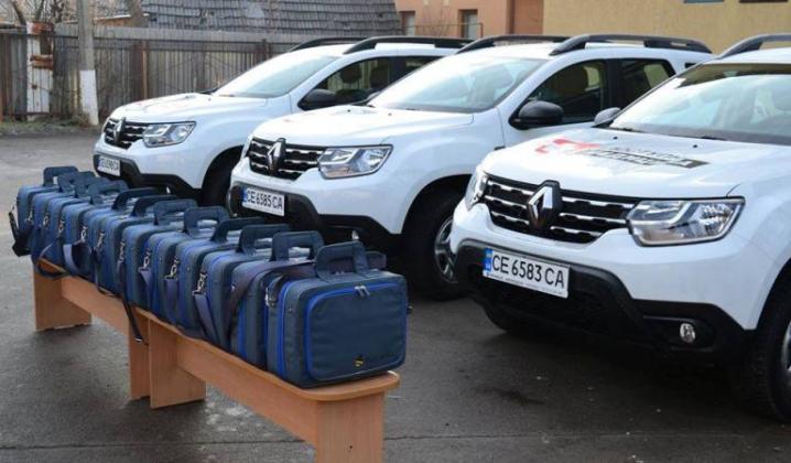 6 амбулаторій Новоселиччини отримали службові автомобілі