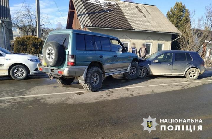 На Сторожинеччині зіткнулися дві автівки на іноземній реєтрації