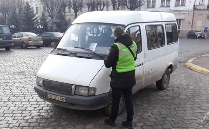 У Чернівцях почали працювати інспектори з паркування