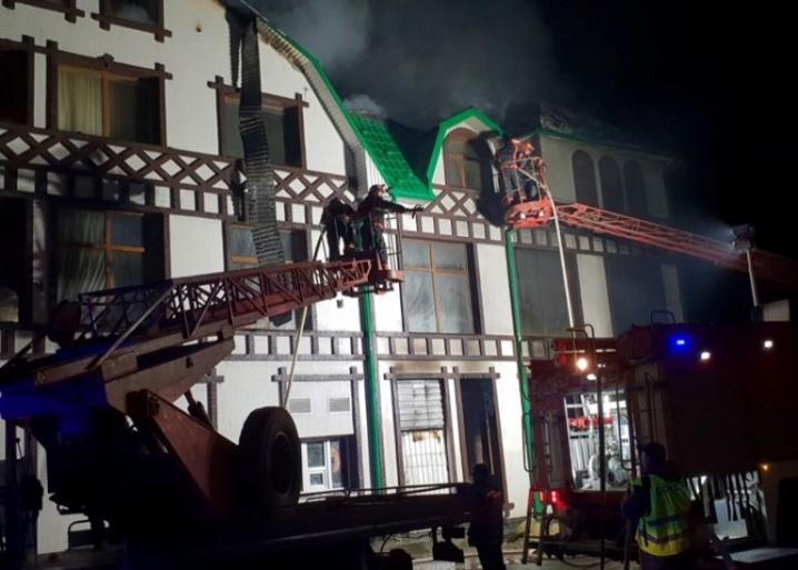 У Новоселиці згорів готель